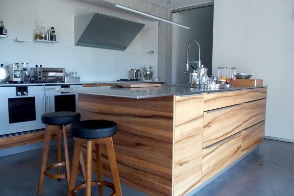 Designer Küche in Holz und Edelstahl